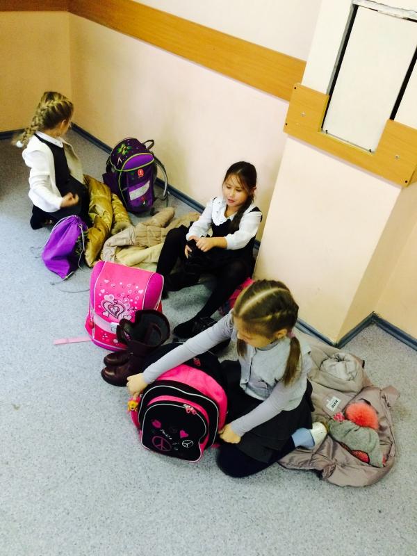 Русские девочки переодеваются в раздевалке школы видео фото фото 572-595